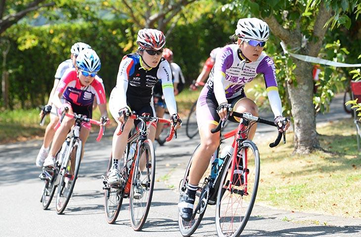 樫木祥子(駒澤大学)、古田佳美(竹芝サイクルレーシング)らが出場したW1クラス