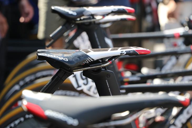 サドルサプライヤーはプロロゴ。表面に滑り止め素材を配したCPCモデルを装着したバイクが多かった