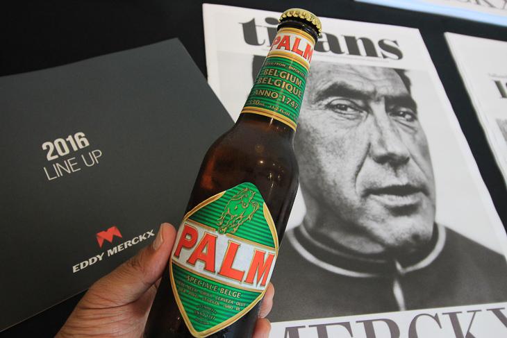 ベルギービールのPALM、そしてエディ・メルクス氏の偉業を特集したダブロイド紙が配られた