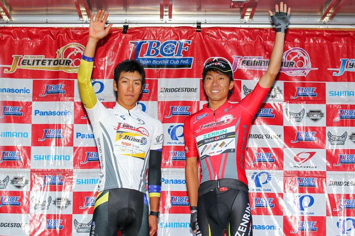 Jプロツアー2015のU23年間総合優勝を飾った新城雄大(写真左)