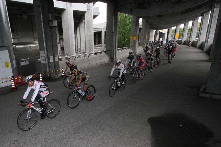 スタジアムを囲う通路もコースに組み込まれるなど、ユニークなコースレイアウトだ