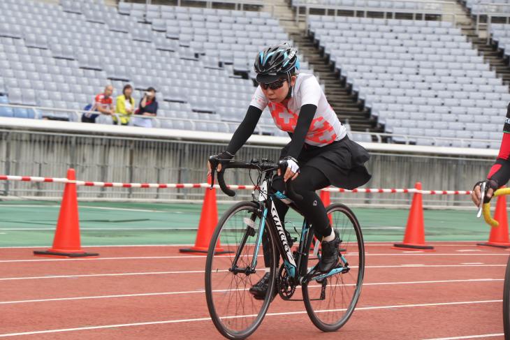 しっかりとしたサイクルウェアで決めた女性サイクリストも多く参加していました