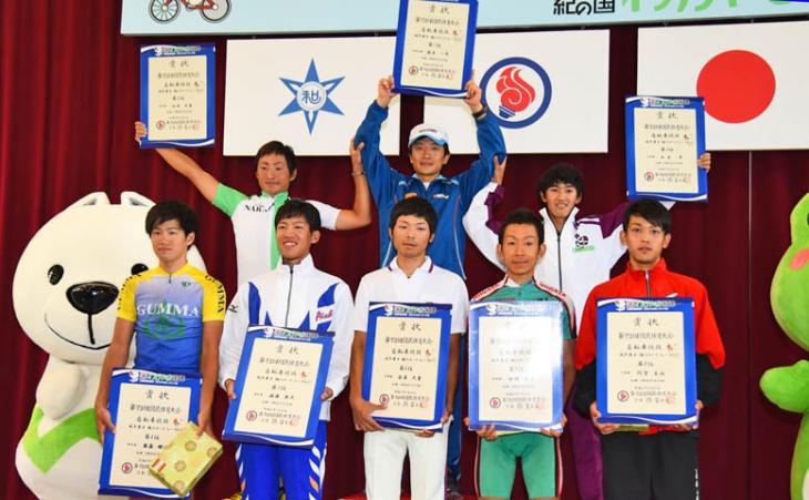成年男子表彰 わかやま国体マスコットの「きいちゃん」と: photo:Satoru.Kato