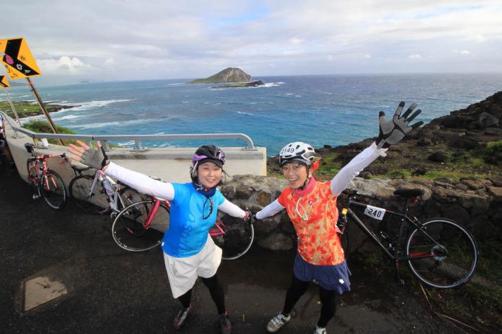 ハワイアンブルーな海と沖に浮かぶラビットアイランド。