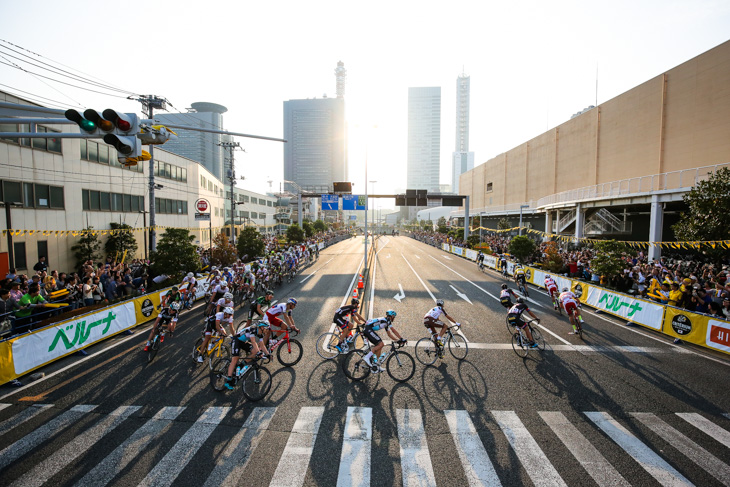 アンダーパス通過後にコクーン前でUターン: photo:Kei Tsuji