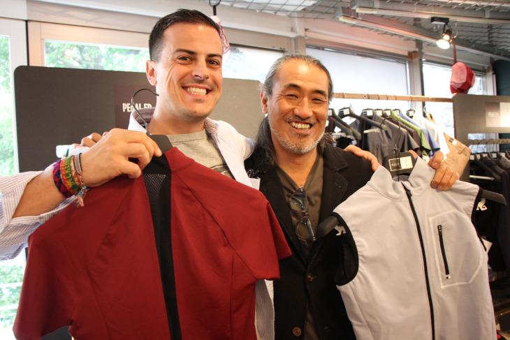 本国マネージャーのルカさんとデザイナーの鈴木さん