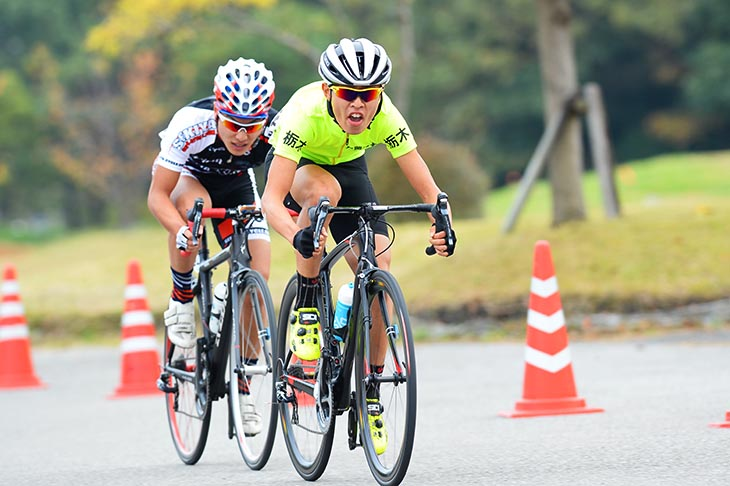 E1 2組目 レース中盤を逃げ続けた石原悠希(栃木県立真岡工業高等学校自転車競技部)と佐々木貴則(SEKIYA)