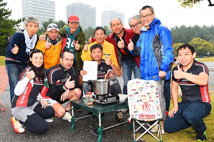 2時間チームの部に4チームが出場したJAL自転車クラブ 終了後の豚汁を囲んで