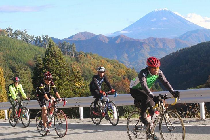 富士山を背景に走る南アルプスロングライド
