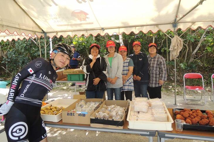 食べ物がスゴイ!3つ目補給所「伊芸海浜公園」のお姉さまたち