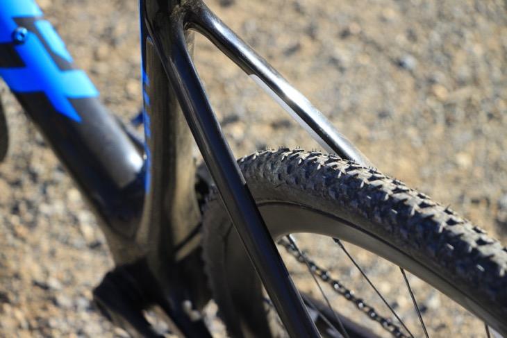TCXの特徴の一つが抜群の泥はけ性能。「私の成績が良いレースはだいたい泥レースで、バイクのアドバンテージによるものなんです(笑)」