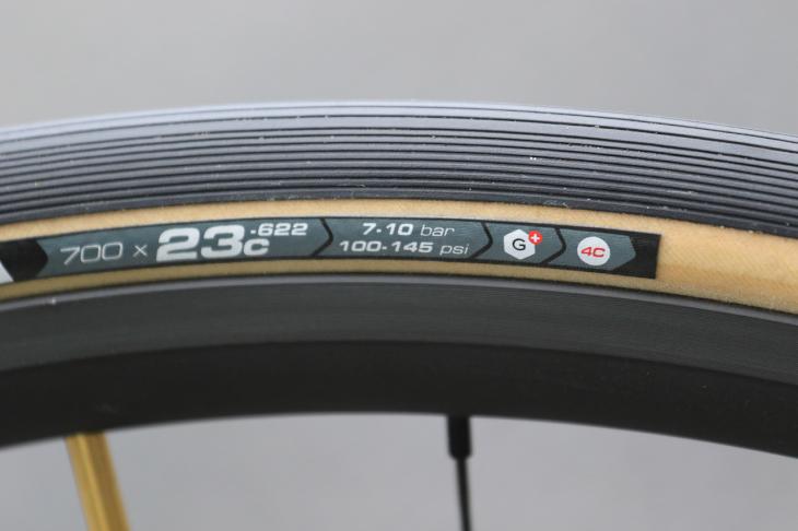 グラフェン採用タイヤにはG+のロゴがあしらわれる