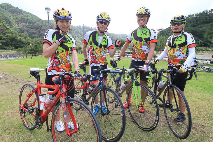 仲間で一緒に走るオキナワサイクリングは最高!