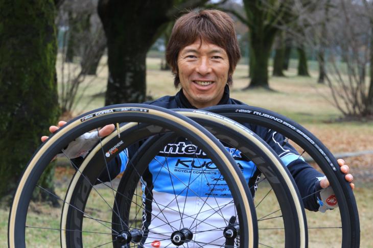 長年ヴィットリアを愛用してきた今中大介さんが、グラフェン採用の新型タイヤを語る