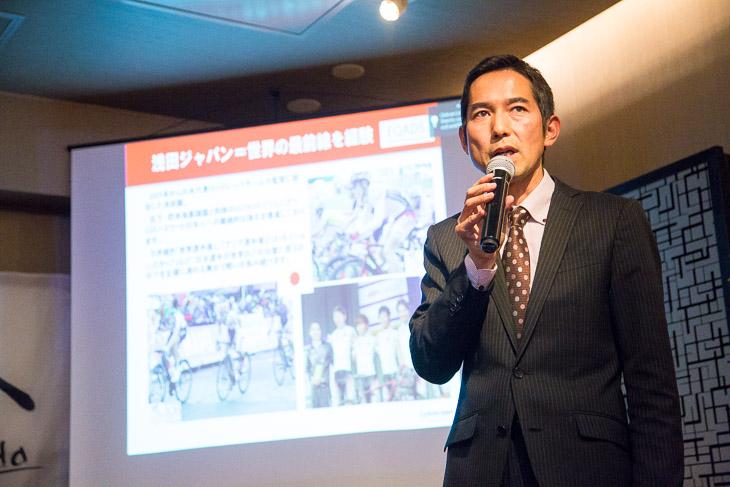 チームの活動報告と来季の活動案内を行う浅田顕監督