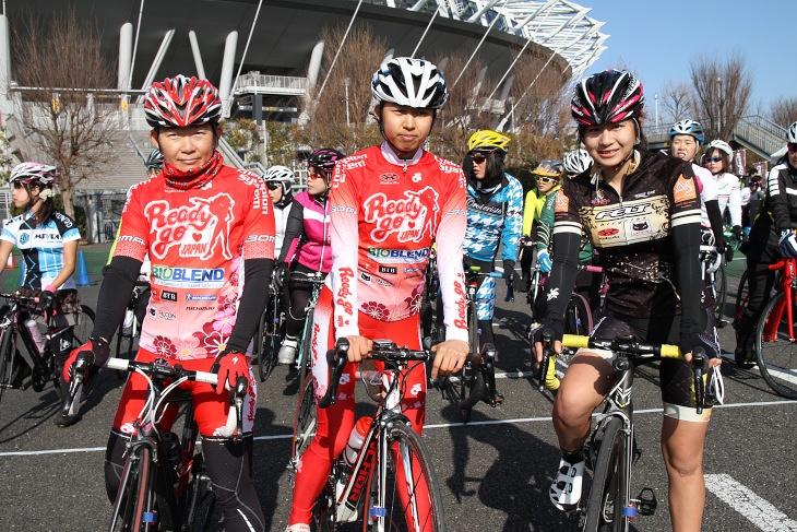 レディースクラスにゲスト参戦したReady Go JAPANの岡田香織と吉岡梨紗、ちゃりん娘の太郎田水桜