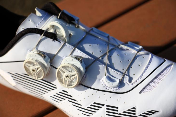 SLW2クロージャーを2つ使用したフィッティングシステム