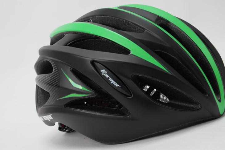 独特なシェルデザインの側頭部分。これがカーマーのヘルメットの特徴だ