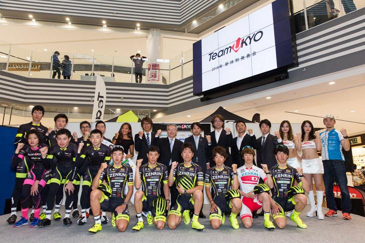 自転車、モータースポーツ、サーフィンのチーム右京メンバーが勢ぞろい