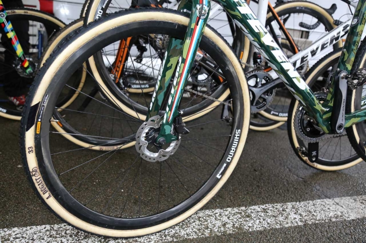 シマノが開発を続けるCX用レースホイールのプロトタイプ。タイヤはデュガスだ