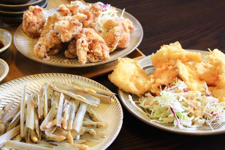 マテ貝ととり天、唐揚げ。どれも国東半島の名物料理