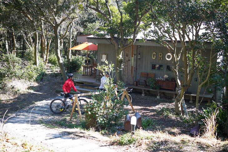 「こんな枝道の先に、本当にカフェがあるの?」の先に忽然と現れるCafe GROVE