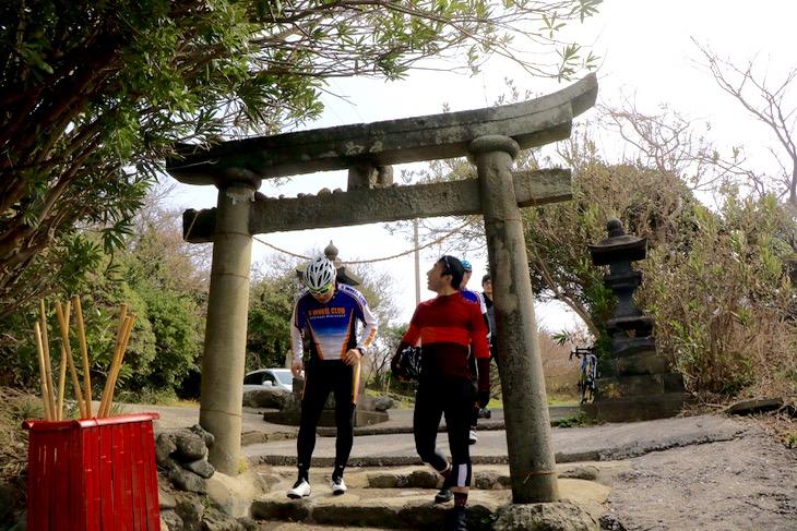 縁結びの神様である粟嶋神社。展望台からは周防灘が見渡せた