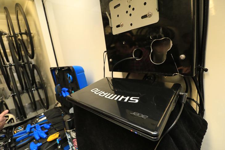 Di2を制御するノートパソコンももちろん備え付けで用意される