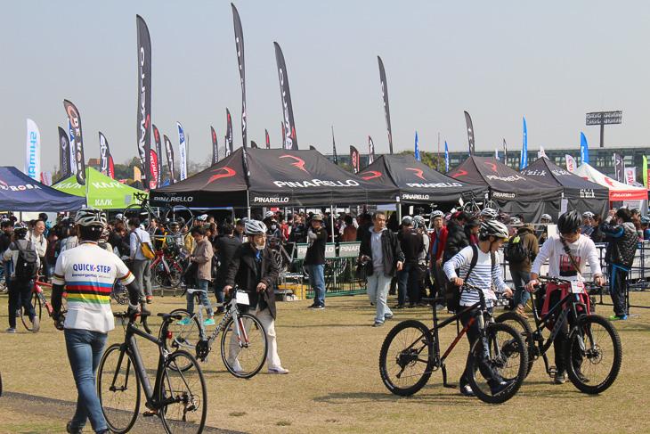 メーカーブースが並ぶメイン会場 今年もサイクルモードが大阪で開催される