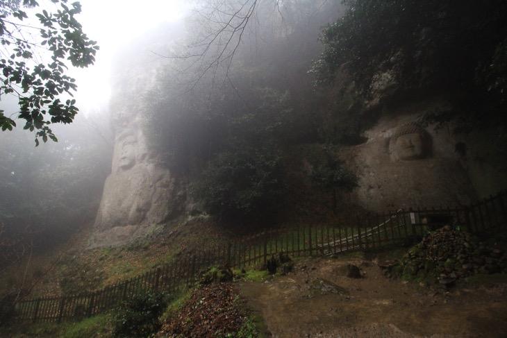 日本でも有数のスケールを持つ高さ8メートルの不動明王像の「熊野磨崖仏」