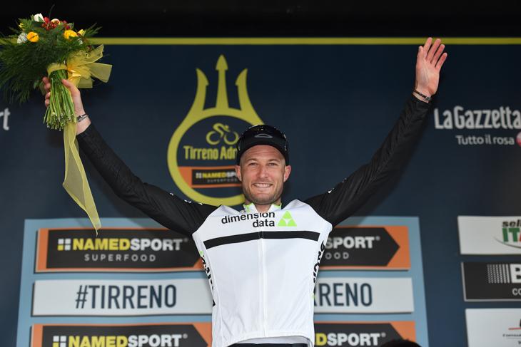 ティレーノ〜アドリアティコ第4ステージを制したスティーブ・クミングス(イギリス、ディメンションデータ