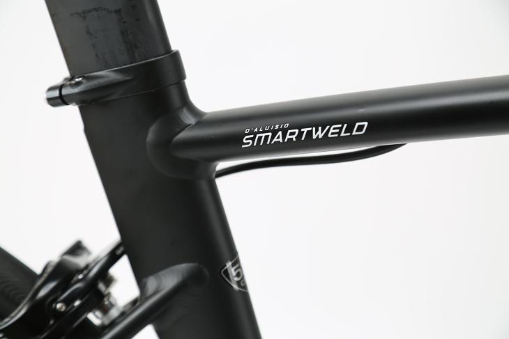 各チューブの接続には、スペシャライズドが特許を取得している「ダルージオ・スマートウェルド」を用いている