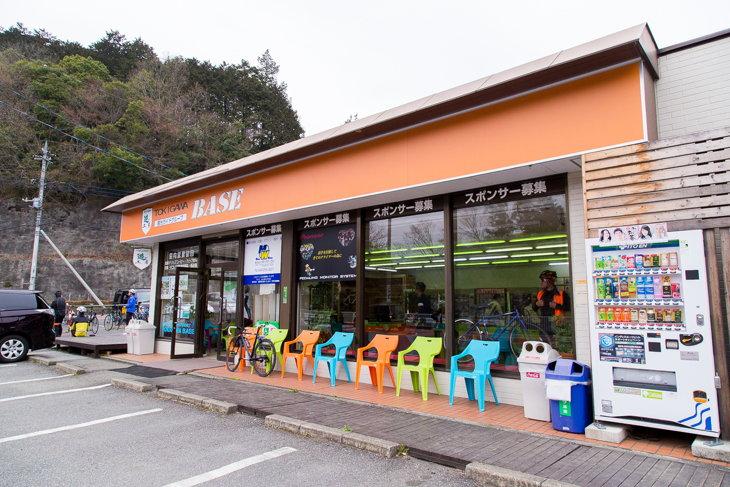 埼玉のサイクリストにはおなじみの峠の登り口に建つときがわベース