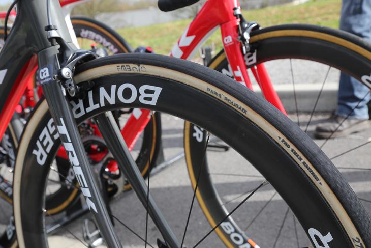 カンチェラーラはFMB Paris Roubaix 27mmタイヤを選択