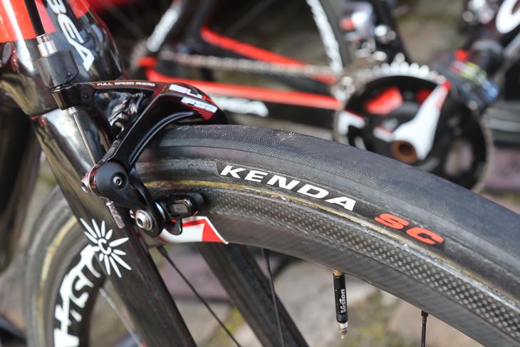 タイヤはKENDA SCと表記があるものの、ヴィットリアのCORSA CX(旧型)とうり二つ