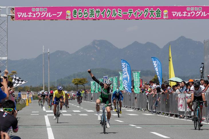 E1 日野泰静(松山城南高等学校自転車競技部)が優勝