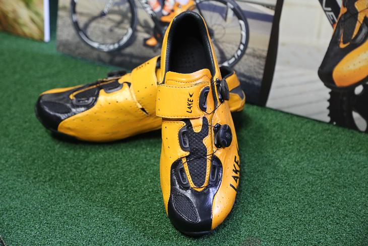 オランダのルームポット・オレンジプロトンが履くカラーオーダーモデル