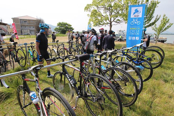 ビワイチコースの周辺にはサイクルラックを備えたサイクリングステーションの整備が進む