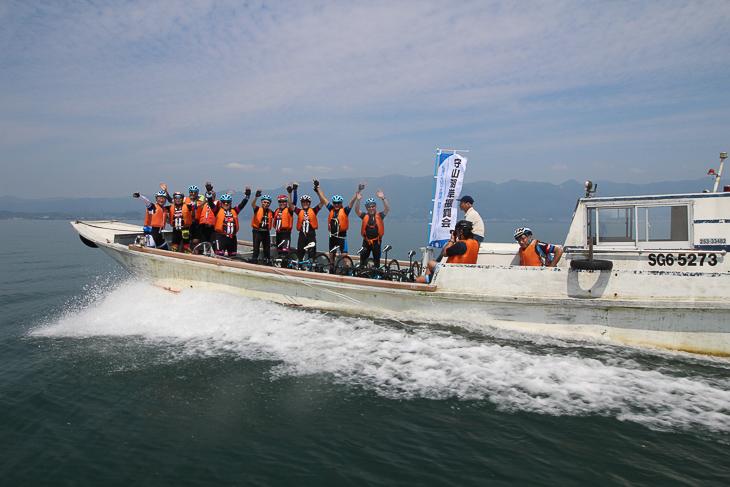 湖上を走る漁船タクシーの爽快さを楽しむことができた