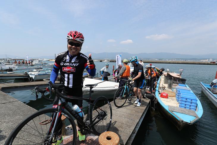 サイクリングを楽しんだ滋賀県知事の三日月大造氏