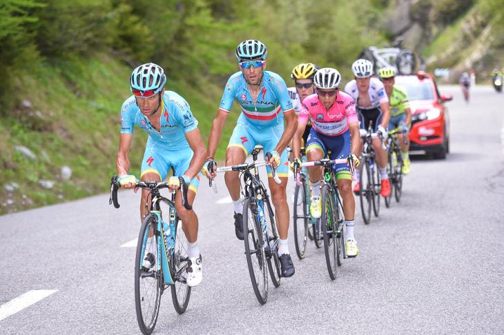 スカルポーニがヴィンチェンツォ・ニーバリ(イタリア、アスタナ)のためにペースを上げる