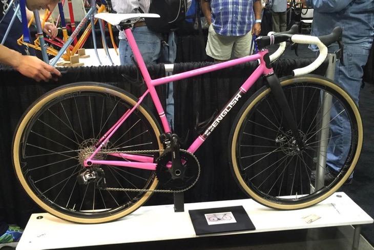 ロブ・イングリッシュ自身のグラベルレースバイク。重量わずか7.7kg