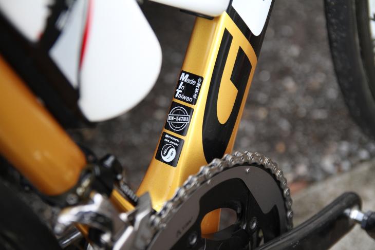 グストは、台湾の自転車輸入代理店アタッキ社がプロデュースするオリジナルブランドだ