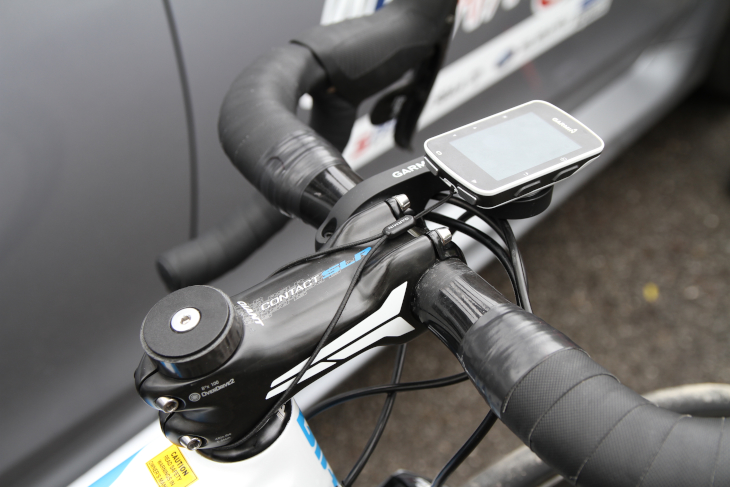 ガーミンのサイクルコンピューターにはストラップを装着して脱落を防止