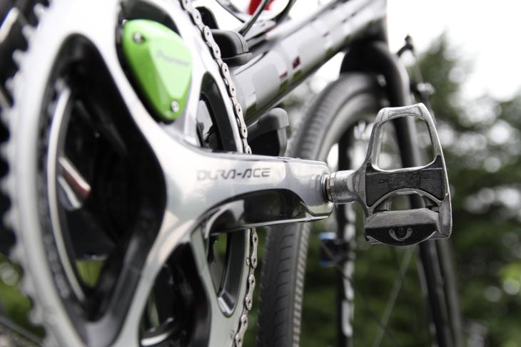 スペアバイクには、使い込まれた古いDURA-ACEペダルが取り付けられていた