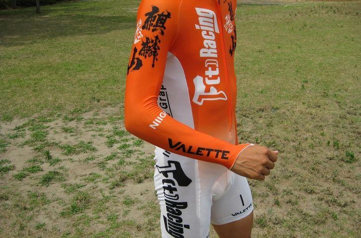 バレットのスキンスーツは200g程度しかないので、軽量化と空力の両方を満たしてくれる