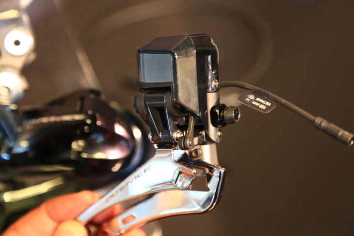 さらにコンパクトになったDi2のフロントディレーラーFD-R9150
