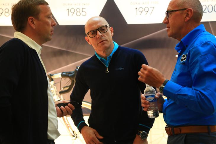 チームスカイのブレイルスフォードGMもプレゼンに参加し、チームシマノと意見を交わす