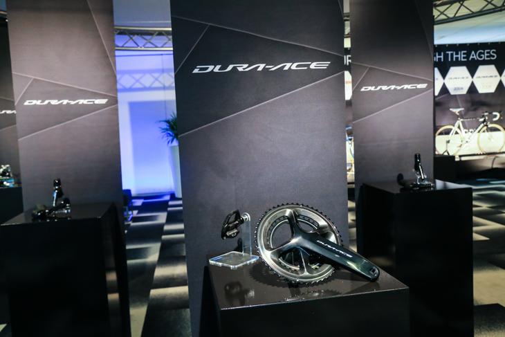 ホールに展示されたR9100系デュラエース