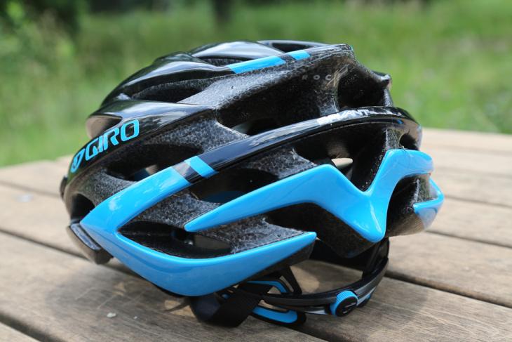 排気用のベンチレーションが数多く設けられているため、ヘルメット内で空気がとどまってしまう心配も少ないだろう